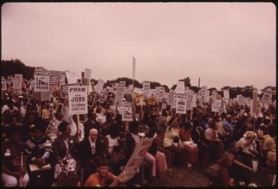 A_SENIOR_CITIZENS'_MARCH_TO_PROTEST_INFLATION,_UNEMPLOYMENT_AND_HIGH_TAXES_STOPPED_ALONG_LAKE_SHORE_DRIVE_IN_CHICAGO..._-_NARA_-_556256